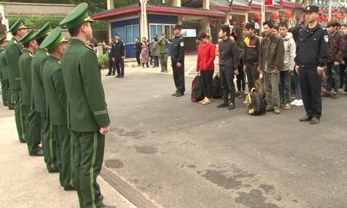 49 lao động người Việt bị trục xuất về nước