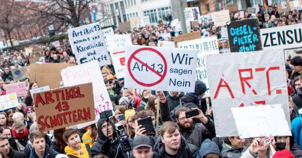 """Phản đối dự thảo Luật Tác quyền của châu Âu, 4 ngôn ngữ trên Wikipedia đồng loạt """"biến mất"""""""