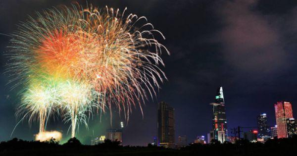 TP HCM bắn pháo hoa 3 điểm mừng ngày thống nhất đất nước