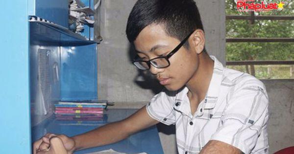 Khâm phục nghị lực cậu học trò mồ côi 2 năm giành 3 giải Nhất tỉnh môn Văn