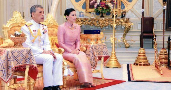 Quốc vương Thái Lan sắc phong hoàng hậu trước khi đăng cơ