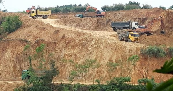 """Lạng Sơn: Đất rừng bị """"xẻ thịt"""" tan hoang"""