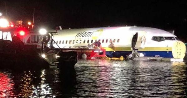Máy bay Boeing 737 chở 143 người trượt đường băng, lao xuống sông