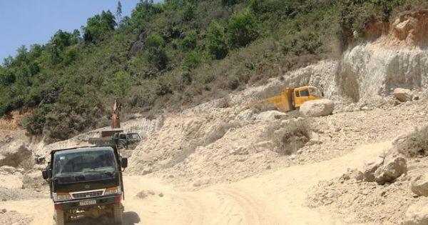 Nguyên cán bộ bán đất cho doanh nghiệp khai thác đất trái phép
