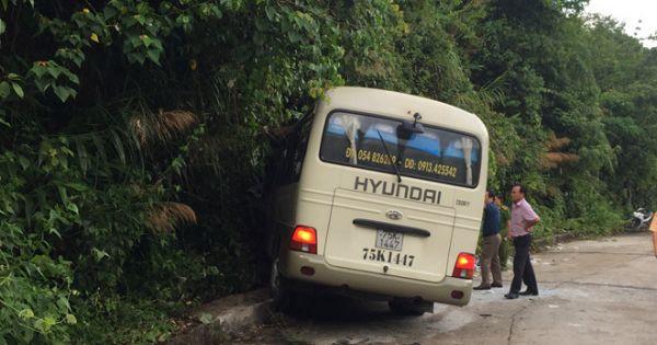 Tham quan núi Bạch Mã, đoàn khách nước ngoài gặp nạn