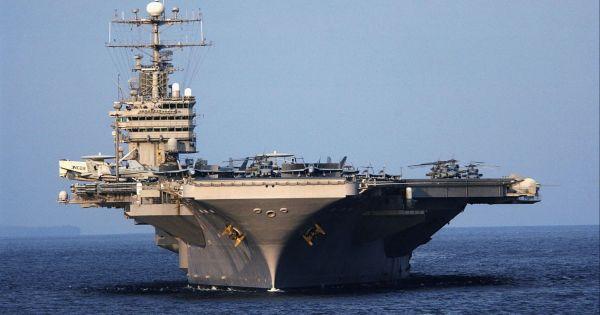 """Iran dọa biến tàu sân bay Mỹ ở Vùng vịnh thành """"mục tiêu"""""""