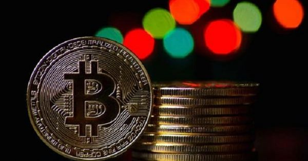 Bitcoin vượt mốc 7.000 USD