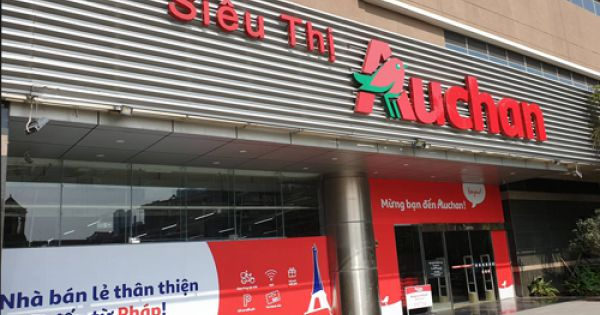 """Nhiều chi nhánh Auchan bị khách hàng """"càn quét"""" biến thành bãi chiến trường"""