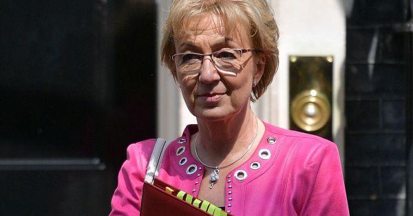 Lãnh đạo Hạ viện Anh từ chức, Thủ tướng May thêm áp lực