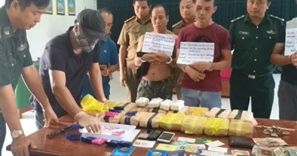 Quảng Trị: Bắt 3 nghi phạm Lào vận chuyển 100.000 viên ma túy