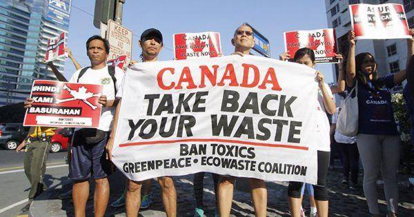 Philippines bắt đầu gửi trả 69 container rác thải về Canada
