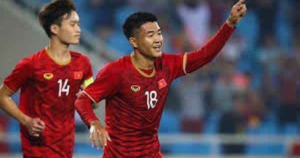 Sốt vé U23 Việt Nam với U23 Myanmar: CĐV xếp hàng dài quanh sân Việt Trì