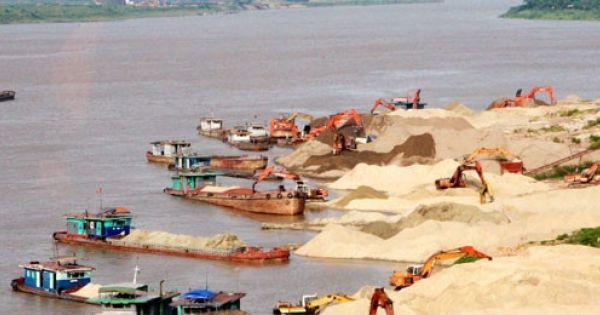 Hà Nội: Giải tỏa bến bãi vật liệu xây dựng trái phép ven sông trước mùa mưa lũ