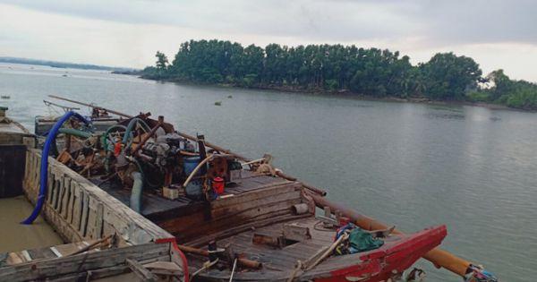 """Bị kiểm tra, nhóm """"cát tặc"""" trên sông Đồng Nai tấn công CSGT đường thủy hòng chạy thoát"""