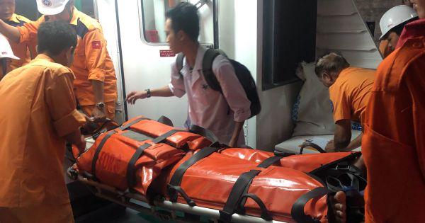 Cấp cứu khẩn cấp thuyền viên việt nam bị tai nạn trên vùng biển phía nam vịnh Bắc Bộ