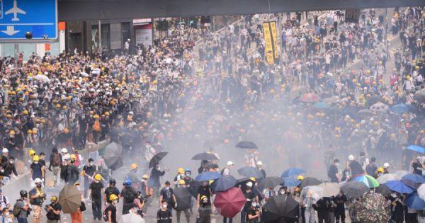 Cảnh sát Hong Kong dùng vũ lực trấn áp người biểu tình