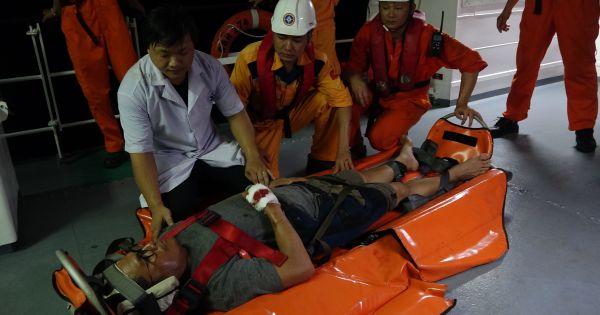 Tàu cứu nạn hàng hải Việt Nam cứu thuyền viên tàu Liberia bị tai nạn lao động trên biển