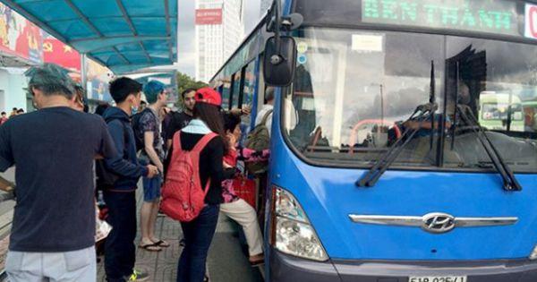 """TPHCM: Công bố đường dây nóng """"trị"""" trộm cắp, quấy rối tình dục trên xe buýt"""