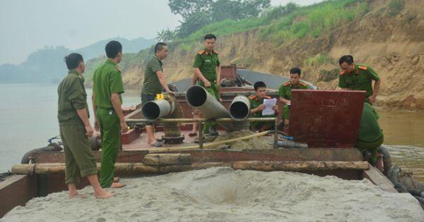 Tuyên Quang: Bắt nhiều đối tượng khai thác cát trái phép trên sông Lô