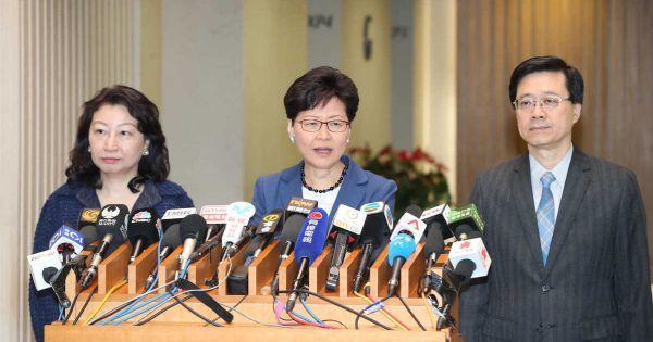 Hong Kong hoãn vô thời hạn dự luật dẫn độ gây tranh cãi