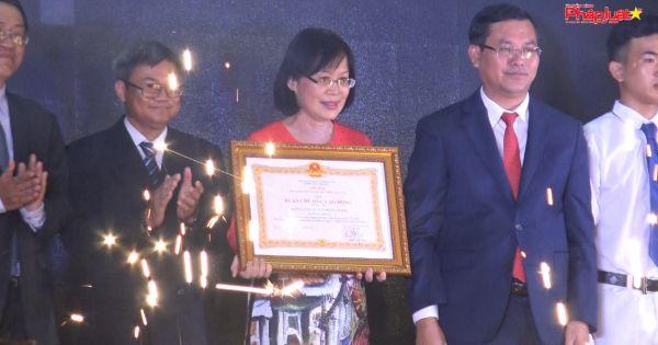 Trường ĐH Mở TP HCM nhận Huân chương Lao động hạng nhì
