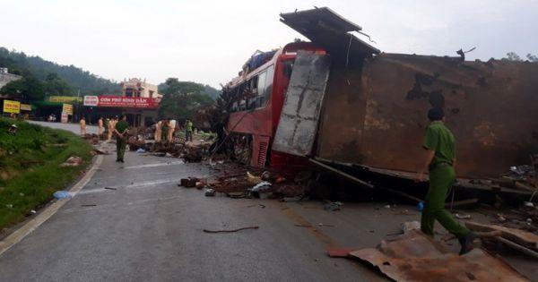 Xe tải tông xe giường nằm ở Hòa Bình, 3 người chết, 38 người bị thương