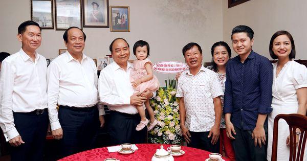 TPHCM: Thủ tướng thăm, chúc mừng các nhà báo lão thành