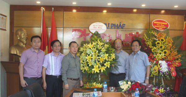 Thứ trưởng Phan Chí Hiếu chúc mừng Báo PLVN và trao quyết định tái bổ nhiệm Tổng Biên tập Đào Văn Hội