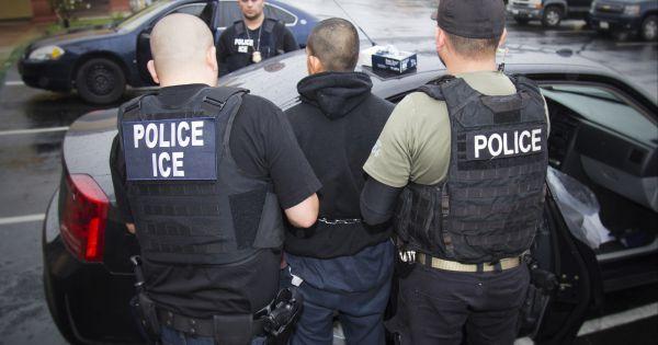 Tổng thống Trump chỉ thị trục xuất 2.000 gia đình người nhập cư trái phép