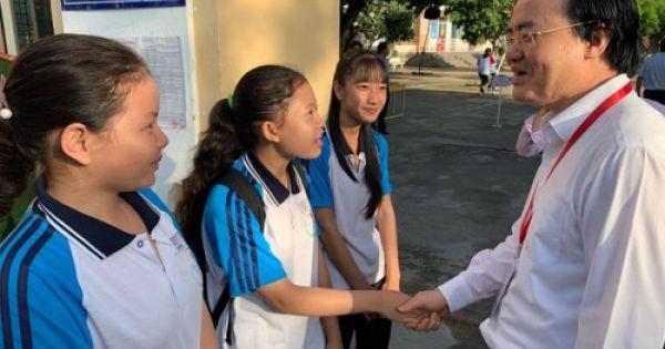 Bộ trưởng GD-ĐT Phùng Xuân Nhạ kiểm tra công tác thi tại Long An