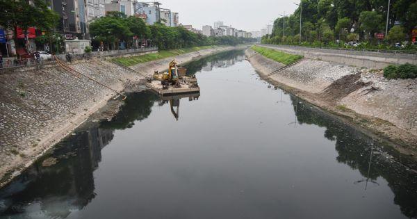 Nước sông Tô Lịch trở lại trạng thái bốc mùi và đen kịt