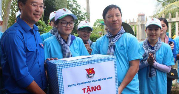 Bí thư thứ nhất Trung ương Đoàn - Lê Quốc Phong thăm các đội hình thanh niên tình nguyện tỉnh Bạc Liêu