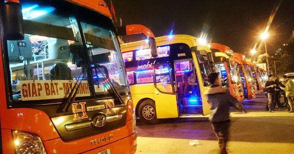 Hà Nội: Thu hồi hàng loạt phù hiệu ô tô khách chạy sai luồng tuyến