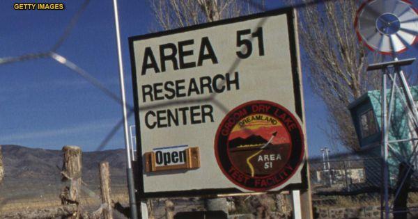 """Hàng triệu người muốn đổ về """"khám phá"""" Khu vực 51 của quân đội Mỹ"""