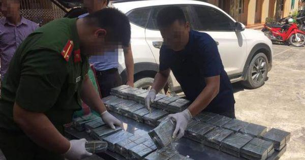 Hòa Bình: Bắt 4 đối tượng vận chuyển 100 bánh heroin bằng ô tô