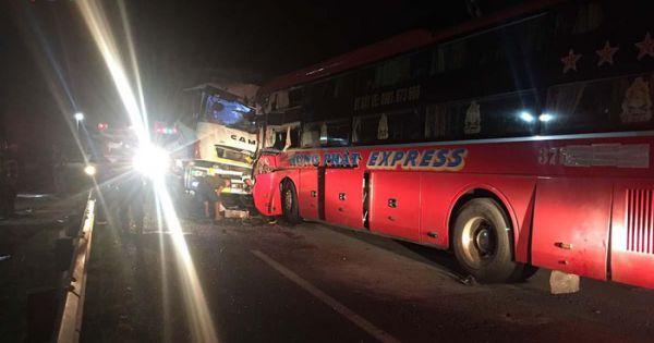 Đà Nẵng: Ô tô khách lấn làn gây ra tai nạn, 1 người tử vong, 12 người bị thương