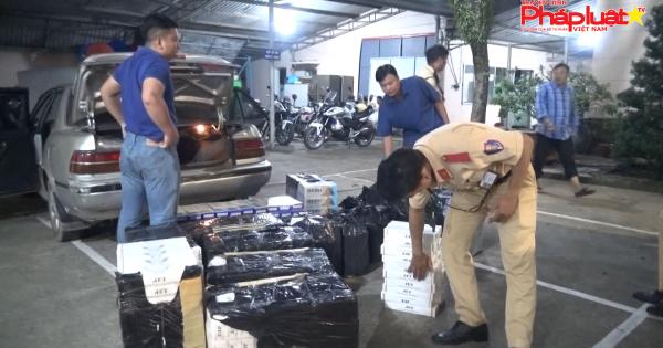 CSGT truy đuổi 20km bắt xe chở 7000 gói thuốc lá lậu