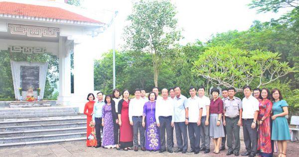 Thứ trưởng Phan Chí Hiếu dâng hương tại Khu di tích lịch sử Bộ Tư pháp