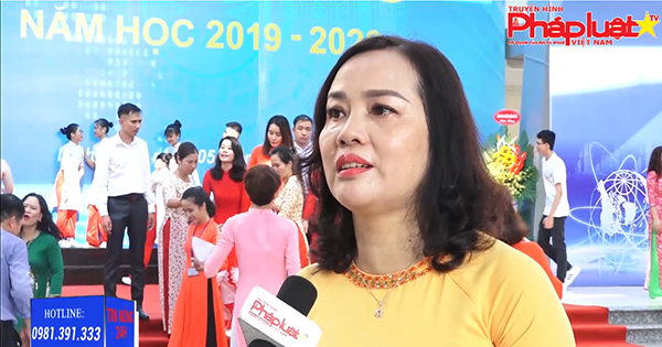 Thầy và trò Trường THCS Dịch Vọng đón chào năm học mới