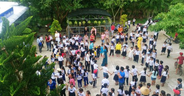 """Báo Pháp Luật Việt Nam cùng các em học sinh trường tiểu học Giàn Gừa """"Vui hội trăng rằm"""""""