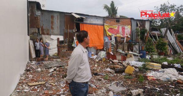 TP.HCM: Chính quyền bỏ mặc việc lấn chiếm xây dựng trái phép trên ngay con đường đi?