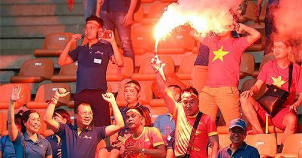 VFF lắp camera phòng pháo sáng ở trận Việt Nam vs Malaysia