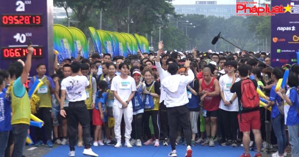 """Hàng ngàn người chạy Marathon với thông điệp """"Cất bước chạy nào Việt Nam ơi"""""""