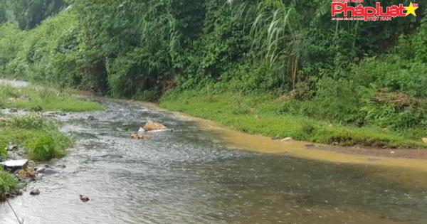 Công an vào cuộc vụ dầu bẩn đổ vào đầu nguồn nước sông Đà