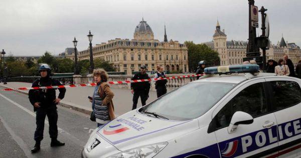 Pháp bắt giữ nghi can trong vụ tấn công sở cảnh sát Paris
