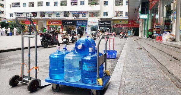 Quản lý thị trường kiểm tra loạn giá nước đóng chai