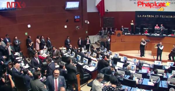 Thượng viện Mexico thông qua đạo luật phế truất tổng thống