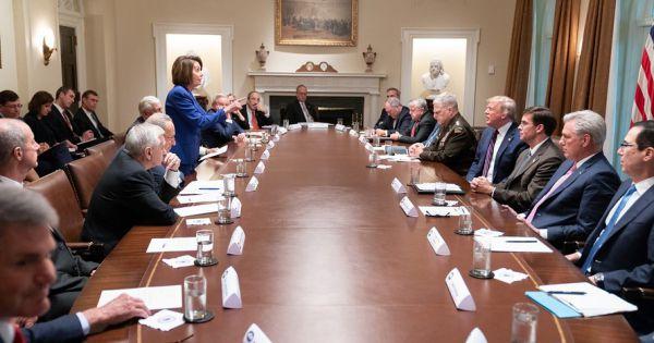 Trump và lãnh đạo phe Dân chủ bất đồng vì người Kurd