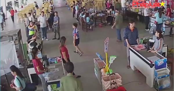 Thái Nguyên: Con trai lấy đồ không trả tiền, bố đánh nhân viên- kiểu hành xử côn đồ vô pháp