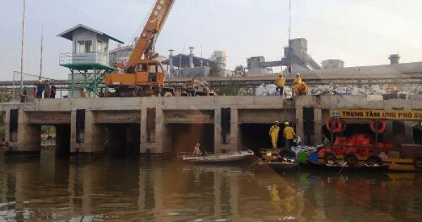 Hải Phòng: Công ty Xi măng Chinfon vỡ đường ống, dầu FO đổ ra sông